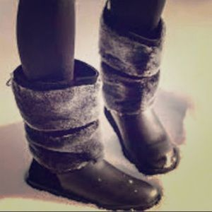 Shoes - Ugg reykir boots